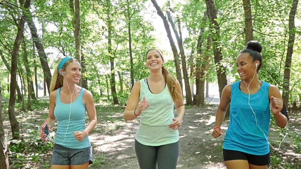 Como perder peso de forma natural caminhando.